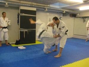 Instruktörsseminarium i oktober 2011 - Leif kastar Alex med kannuki nai tembin