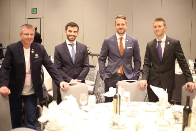Romain, Jonatan och Arnaud tillsammans med Alexei, huvudinstruktör i Ryssland.